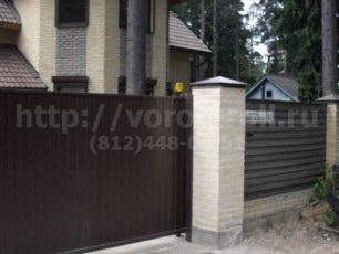 Откатные ворота, металлические въездные ворота.