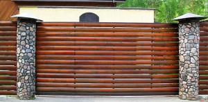 Откатные ворота из деревянных реек. Индивидуальный дизайн.