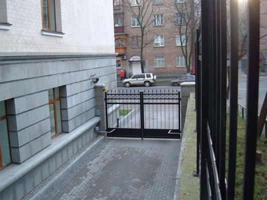 Распашные ворота в Санкт-Петербурге